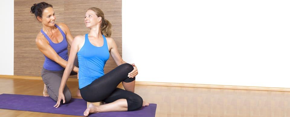 Начальные упражнения йоги для начинающих в домашних условиях