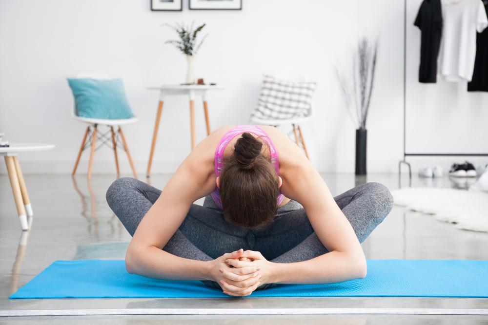 Утренняя йога для начинающих видео уроки в домашних условиях