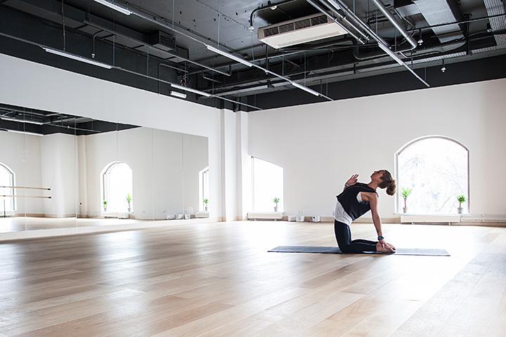 Упражнения из йоги для начинающих в домашних условиях
