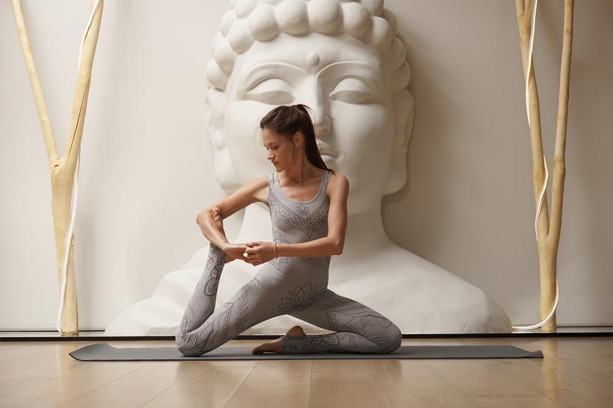 Видеоуроки по йоге для начинающих в домашних