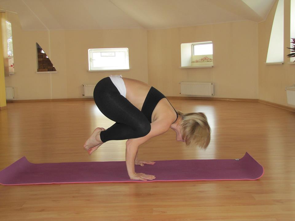 Йога для начинающих видео уроки в домашних