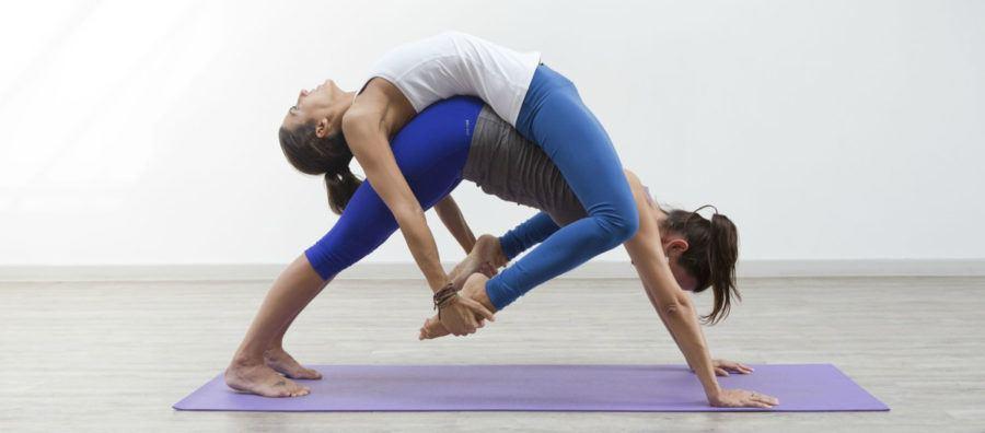 Корректное выполнение прогибов в йоге