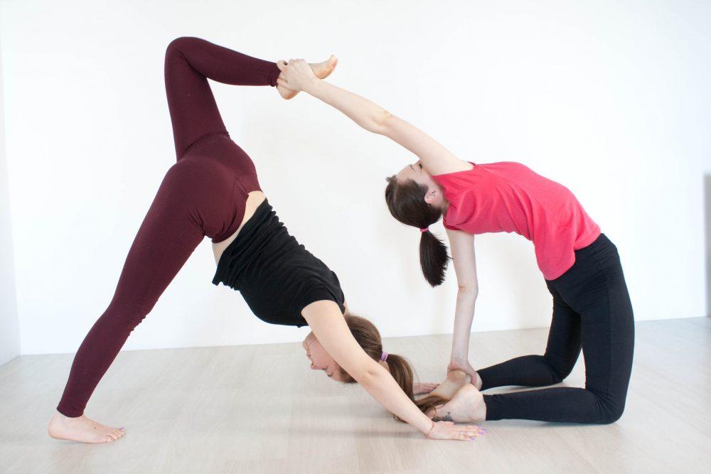 Корректное выполнение наклонов в йоге