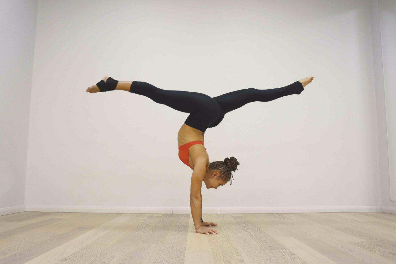Дистанционный тренер по йоге