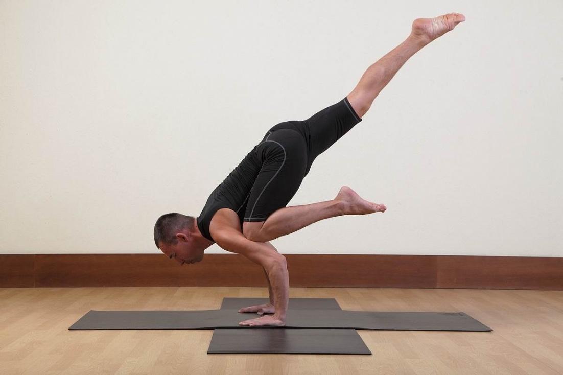 Занятия по парной йоге