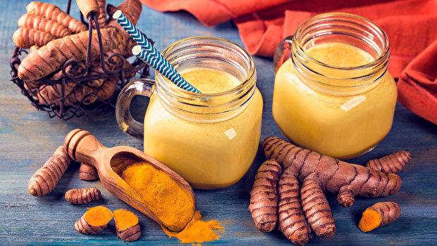 Молоко с имбирем и куркумой – против ГРИППА и простуды